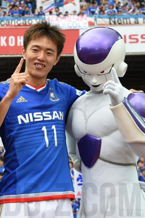 Goku et Freezer avecla team Yokohama F Marinos