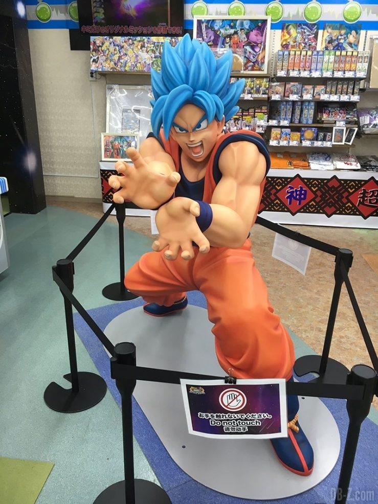Goku SSGSS à l'Exposition Dragon Ball Super d'OkinawaVegeta-SSGSS