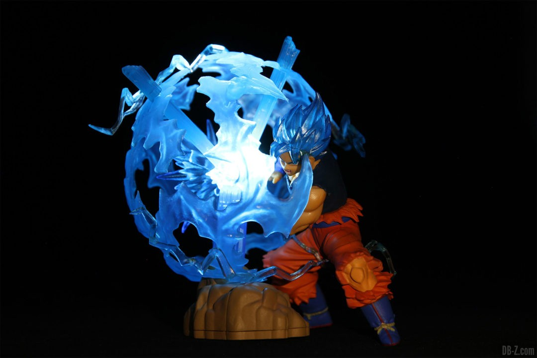Ultimate-Luminous-HG-Dragon-Ball-01-Goku-Super-Saiyan-Blue-Allume
